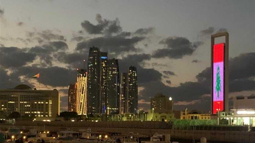المركزية برج خليفة في دبي يشع بالعلم اللبناني